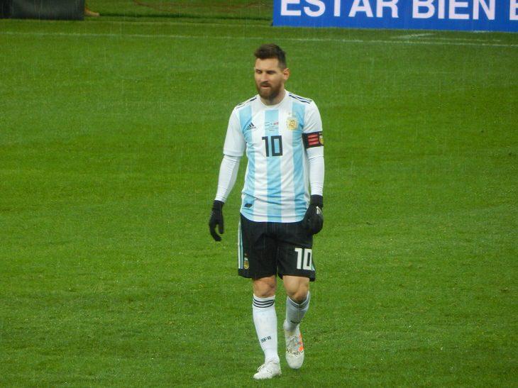 המדריך השלם למונדיאל 2018: לאו מסי במדי נבחרת ארגנטינה