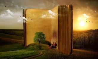 בחן את עצמך: ספר פתוח עומד על רקע של שקיעה