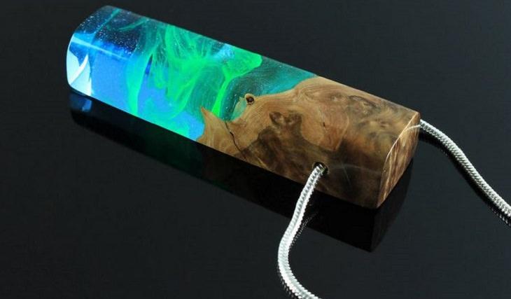 תכשיטים מיוחדים מעץ ושרף: שרשרת עם תליון מלבני