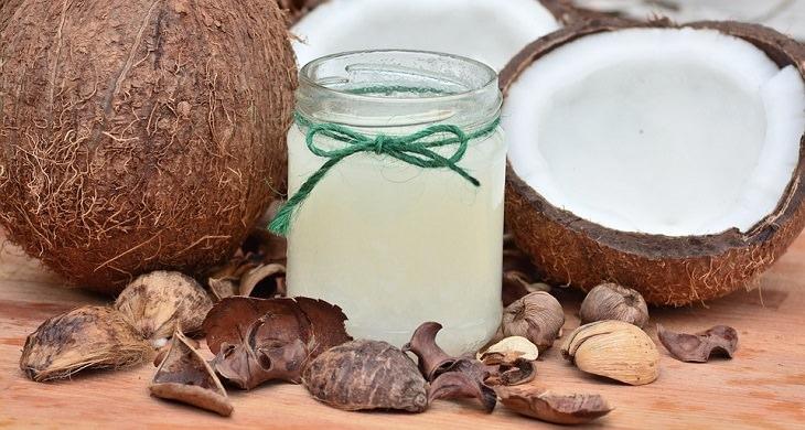 טיפול טבעי לצמיחת שיער: קוקוס ושמן קוקוס