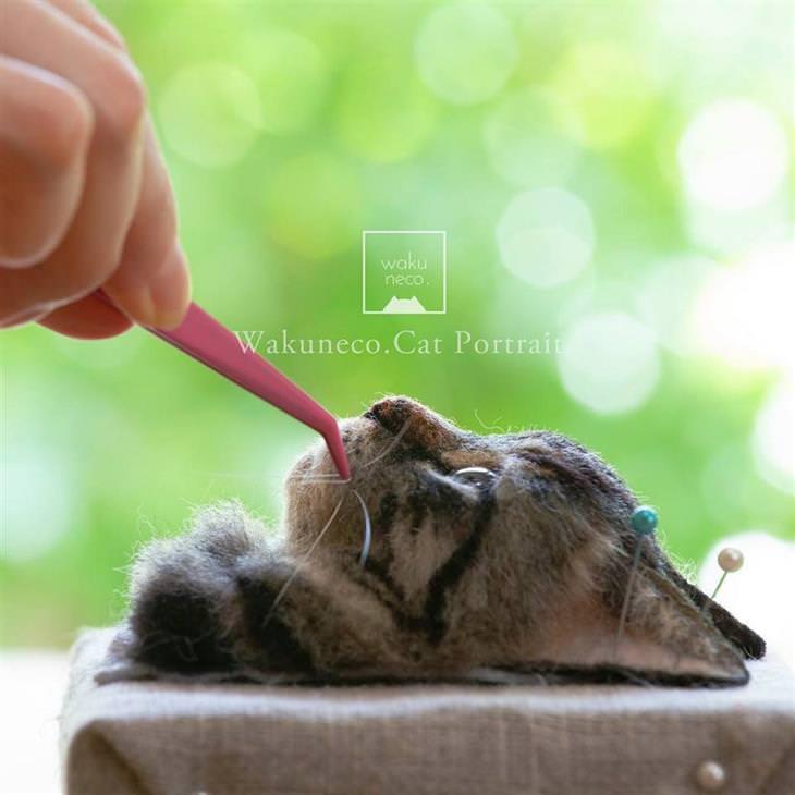 דיוקנאות של חתולים: דיוקן של חתול בשעת יצירה