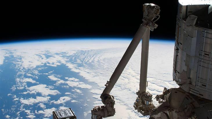 """תמונות ארכיון של נאס""""א: חלק מכדור הארץ והאוקיינוס השקט ממעבדת החלל Kibo"""