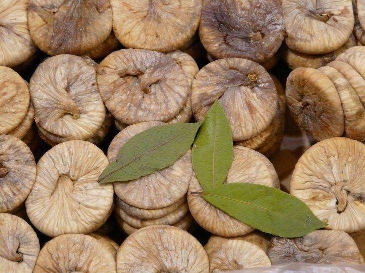 יתרונות בריאותיים בתאנה: תאנים מיובשות
