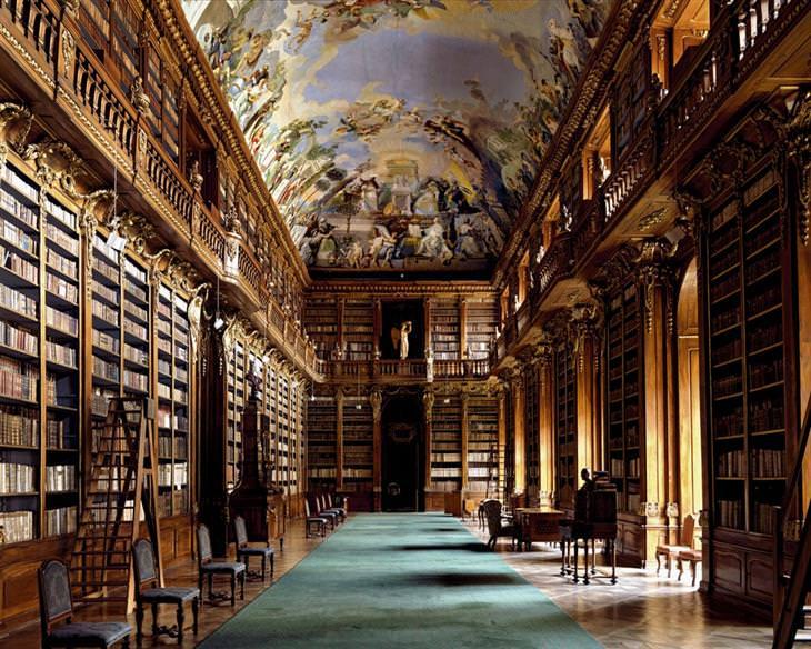ספריות יפות: ספריית מנזר סטרחוב
