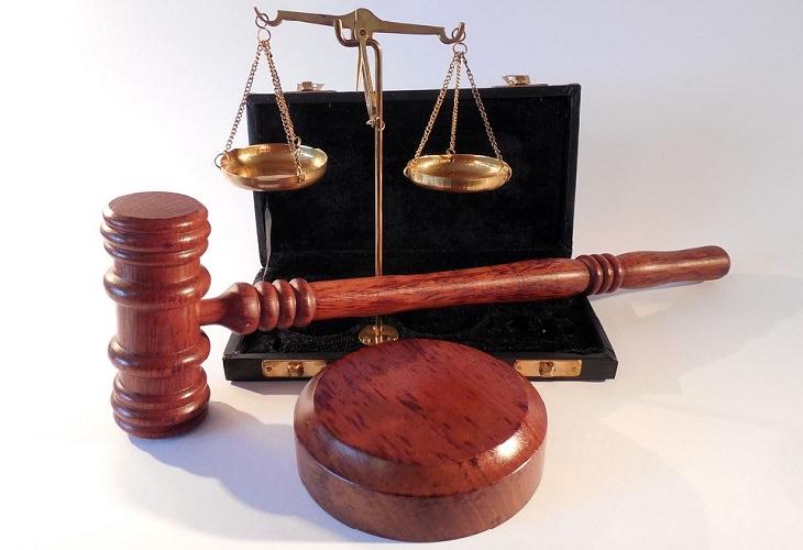 אובדן כושר עבודה: פטיש שופט, ספרים ומאזניים