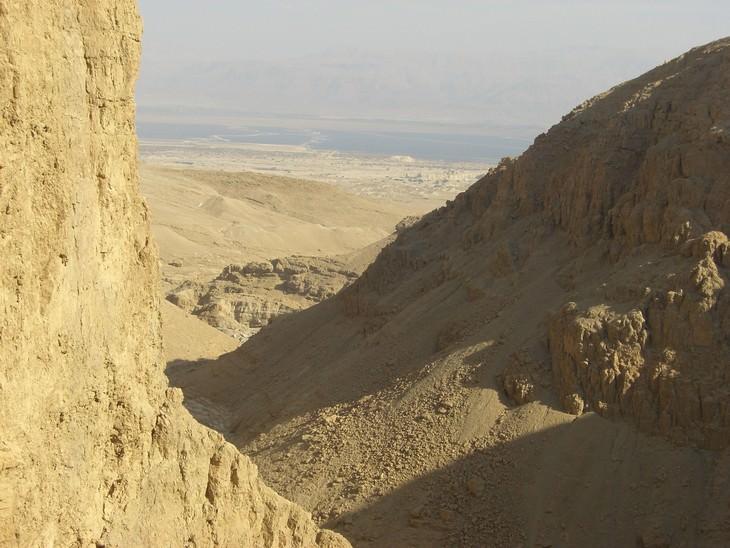 מסלולי טיולים באזור ים המלח: תצפית ממפל פרס לבריכות האידוי של ים המלח