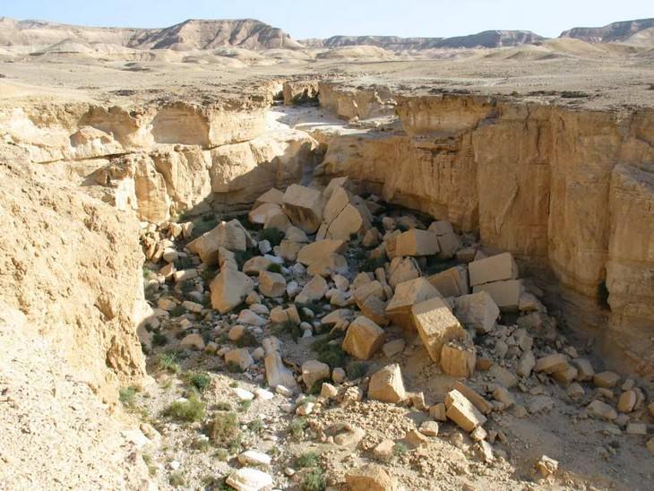 מסלולי טיולים באזור ים המלח: הקוביות שבקרבת גבי פרס