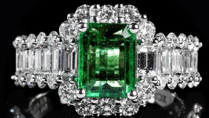 5 שיטות לזיהוי תכשיטים מקוריים: טבעת עם אזמרגד