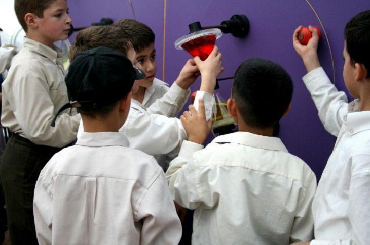 ליל המדענים 2018: ילדים עוסקים בפעילות מדעית