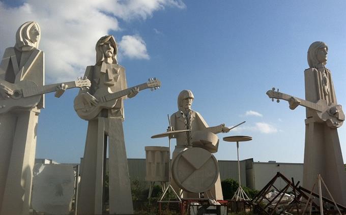 מבחן ידע כללי: פסלים של חברי להקת הביטלס