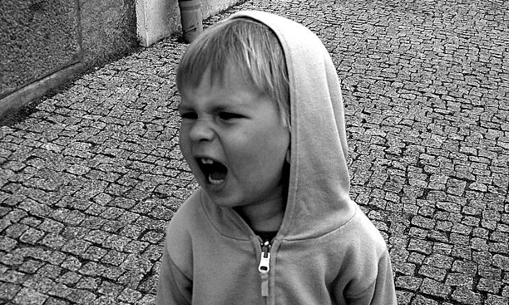 כללים להענשת ילדים: ילד צועק ברחוב