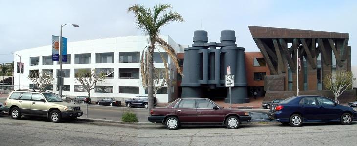 מבנים בעיצוב פרנק גרי: בניין המשקפת