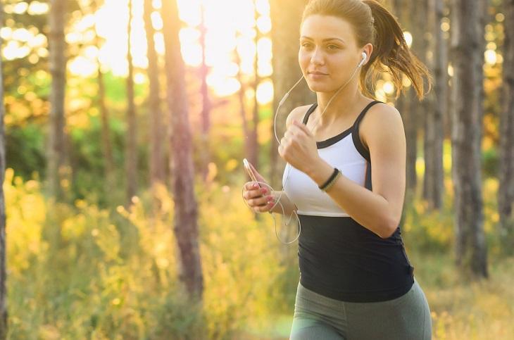 מיתוסים בריאותיים שהתבררו כנכונים: אישה רצה