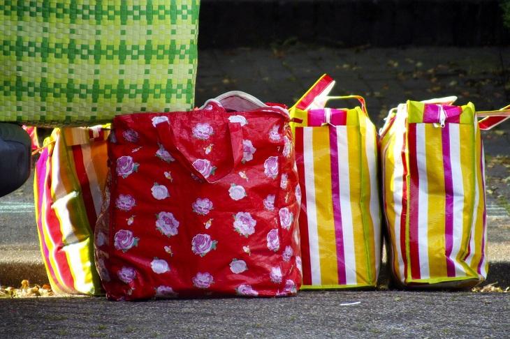פריטים שאפשר להכניס למכונת כביסה: סלי קניות ברחוב