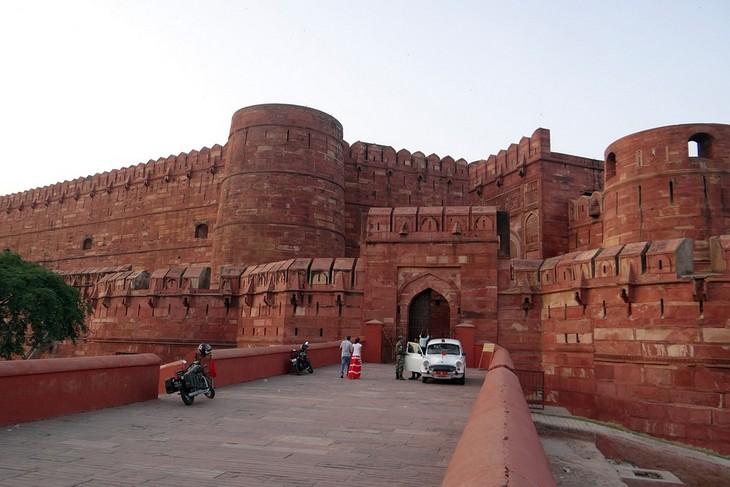 מקומות למשפחות בהודו: מצודת אגרה