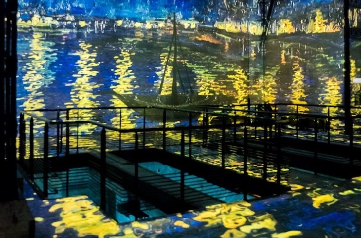 תערוכה חדשנית עם ציוריו של ואן גוך: סירה במים