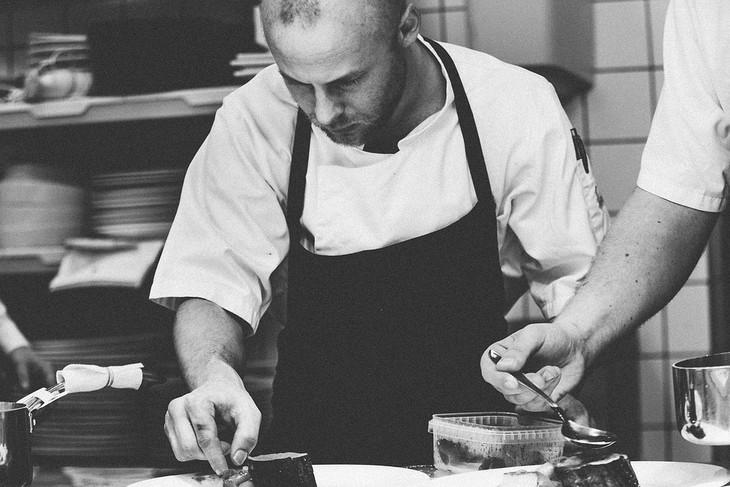 טיפים לשמירה על הביטחון העצמי: שף מצלחת מנה