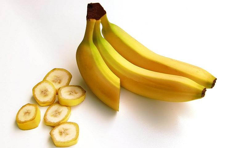 דרכים לעזור לתינוק לשמור על משקל תקין: בננות