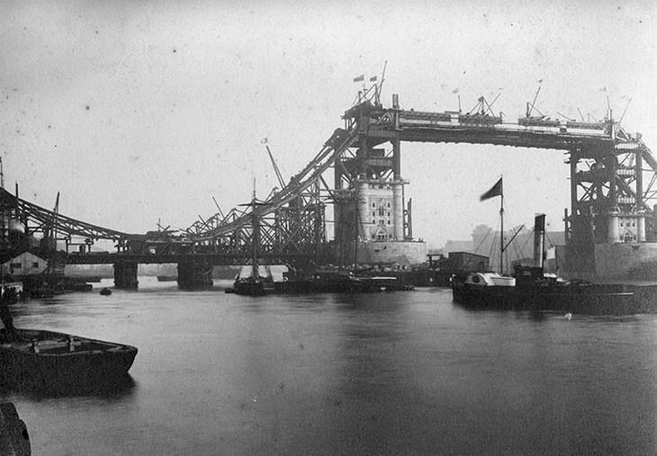 אתרים מפורסמים בזמן בנייתם: גשר מצודת לונדון