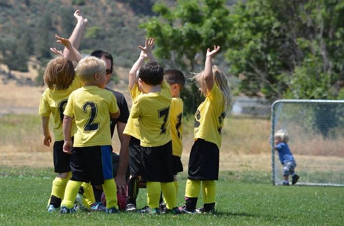 טיפים לחינוך ילדים: ילדים בחוג כדורגל