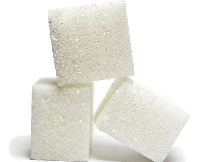יתרונות האמאלאקי: קוביות סוכר מונחות זו על זו