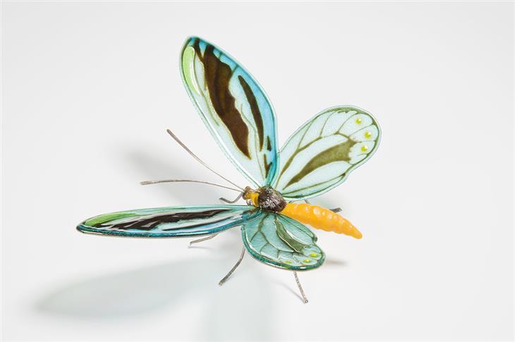יצירות פרפרים העשויים מזכוכית