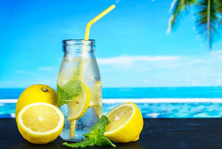 טיפוח ממרכיבים טבעיים: לימונים על חוף