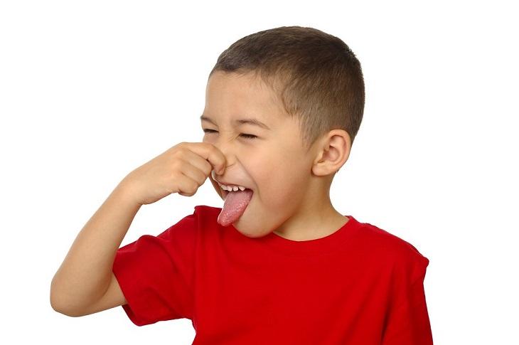בית שחי: ילד סותם את האף