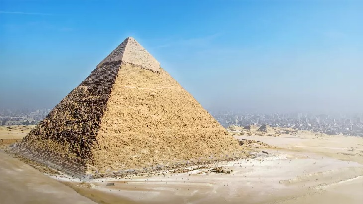 שחזורי 7 פלאי תבל של העולם העתיק: הפירמידה הגדולה של גיזה כפי שהיא ניראת כיום