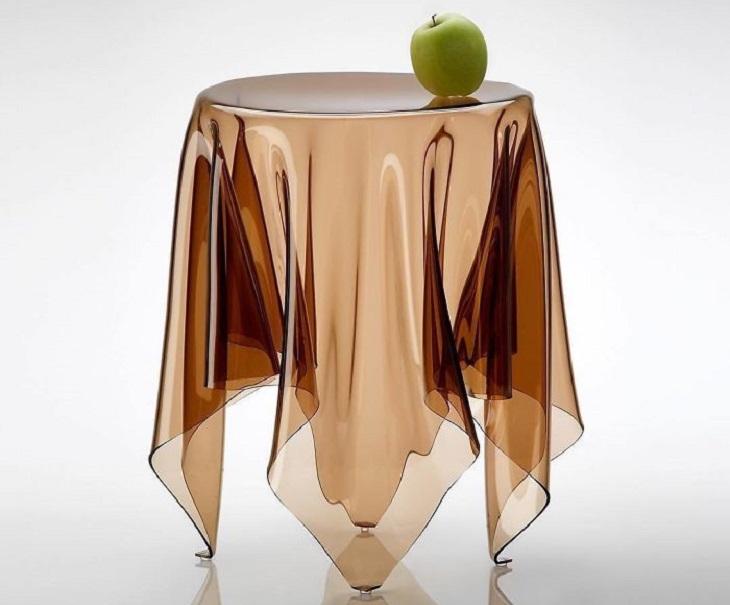 רהיטים בעיצוב מיוחדים: שולחן בצורת מפה על שולחן