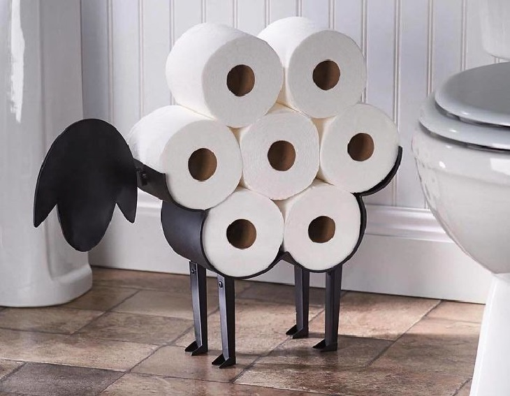 רהיטים בעיצוב מיוחדים: מתקן להצבת ניירות טואלט בצורת כבשה