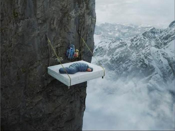 כמה אומץ (ומקוריות) צריך כדי לתפוס שינה באמצע טרק