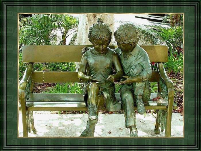 רק ילדים יכולים להפיח שמחת חיים בפסלים