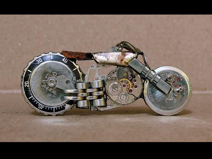 כשהשעון מתקלקל הוא לא הולך לשען - הוא יוצר אומנות