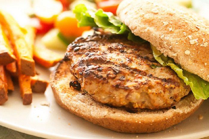 מתכון להמבורגר הודו עם שיבולת שועל