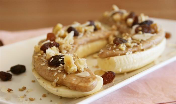 מתכון בריא לחטיף בננה וחמאת שקדים