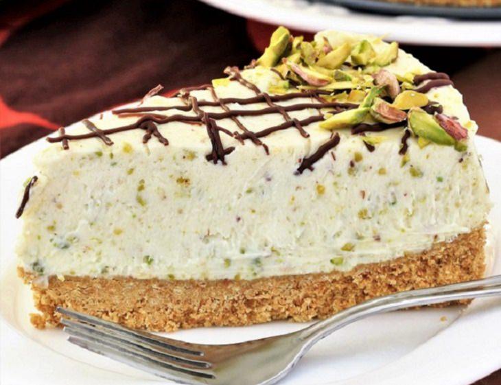 מתכון לעוגת גבינה עם שוקולד לבן ופיסטוק ללא אפייה