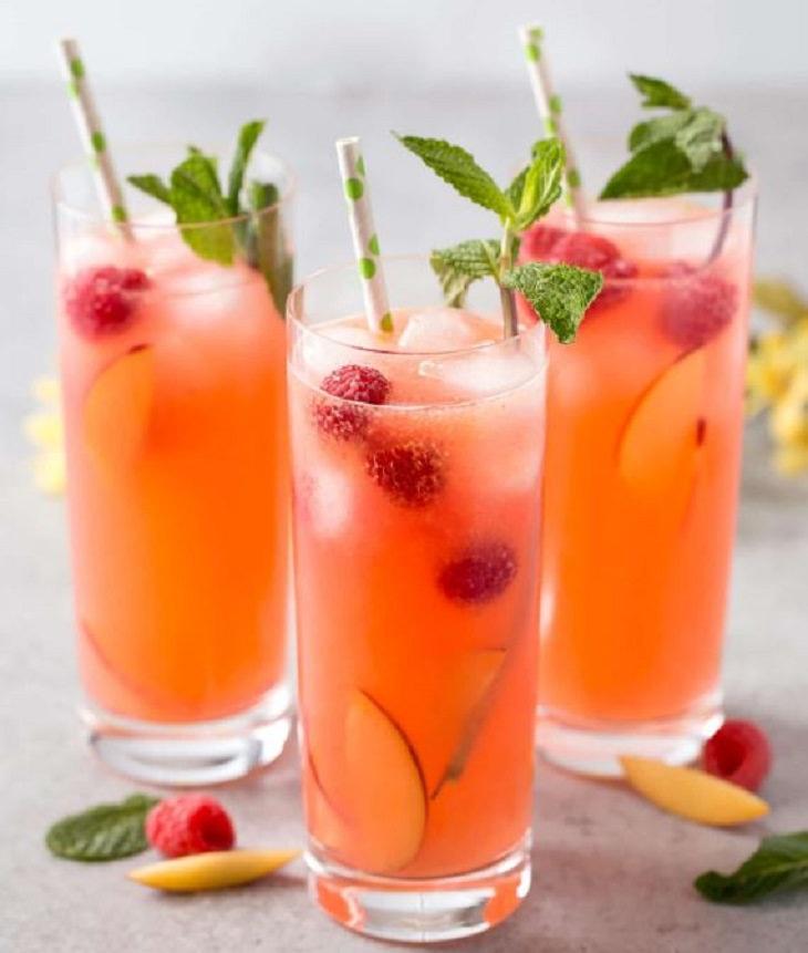 מתכון למשקה לימונדה עם אפרסקים ופטל