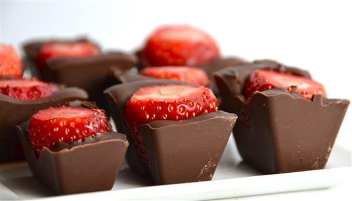 מתכון לטבלת שוקולד במילוי תותים טריים