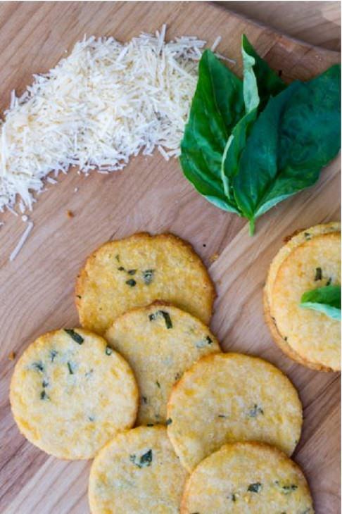 מתכון לעוגיות מלוחות עם גבינת צ'דר ובזיליקום