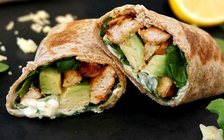 מתכון לראפ עוף ואבוקדו- ארוחת צהרים מהירה