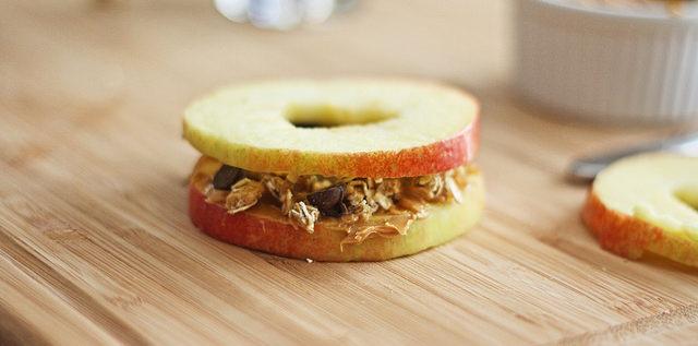 מתכון בריא לסנדוויץ' מתפוח בצורת לב