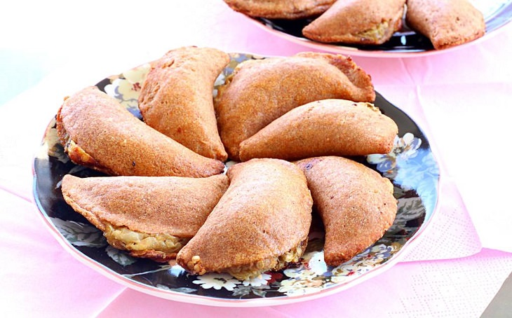 מתכון לבורקיטס חציל וגבינה בולגרית מקמח מלא