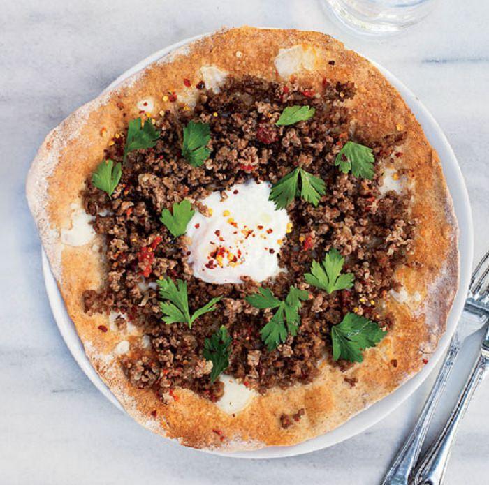 מתכון לפיצה טורקית עם בשר טחון - לחמעג'ון