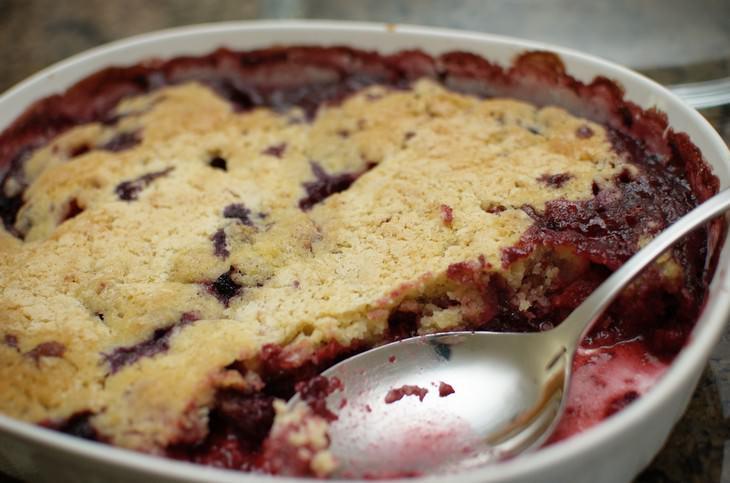 מתכון לעוגת שזיפים עם פירורי בצק