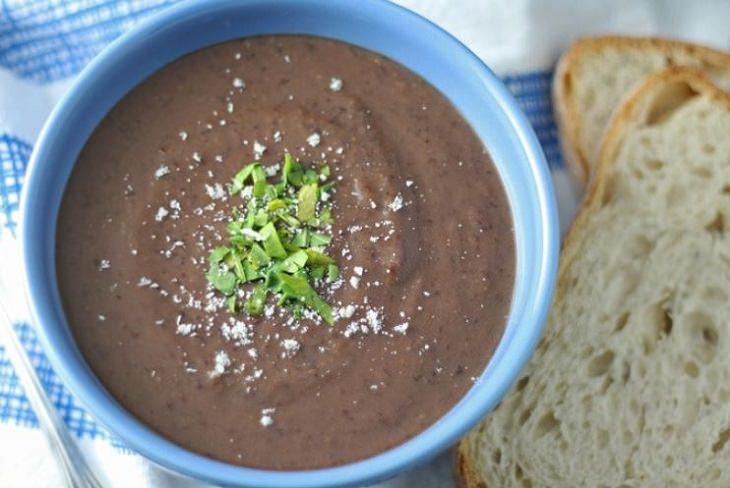 מתכון למרק שעועית שחורה ב-3 מרכיבים