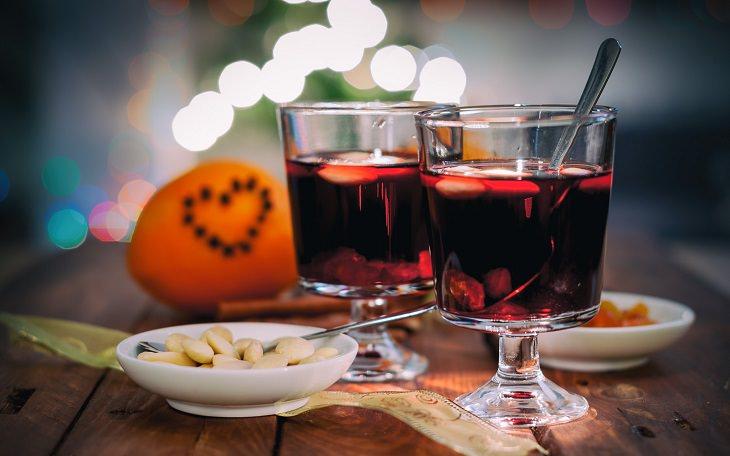 מתכון למשקה מתובל של יין ושוקולד