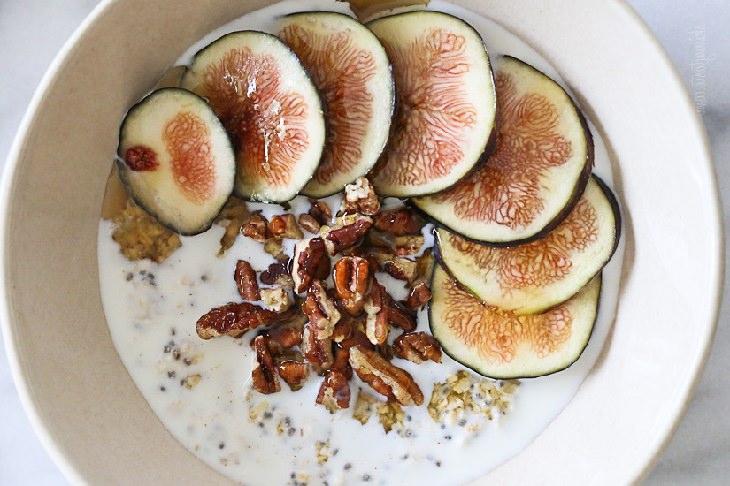 מתכון לארוחת בוקר משיבולת שועל, תאנים ודבש