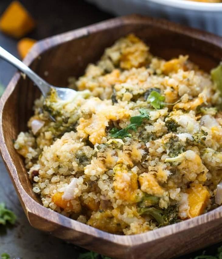 מתכון לתבשיל קינואה, גבינות, ירקות וחומוס