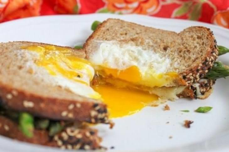 מתכון לכריך מטוגן של ביצה ואספרגוס